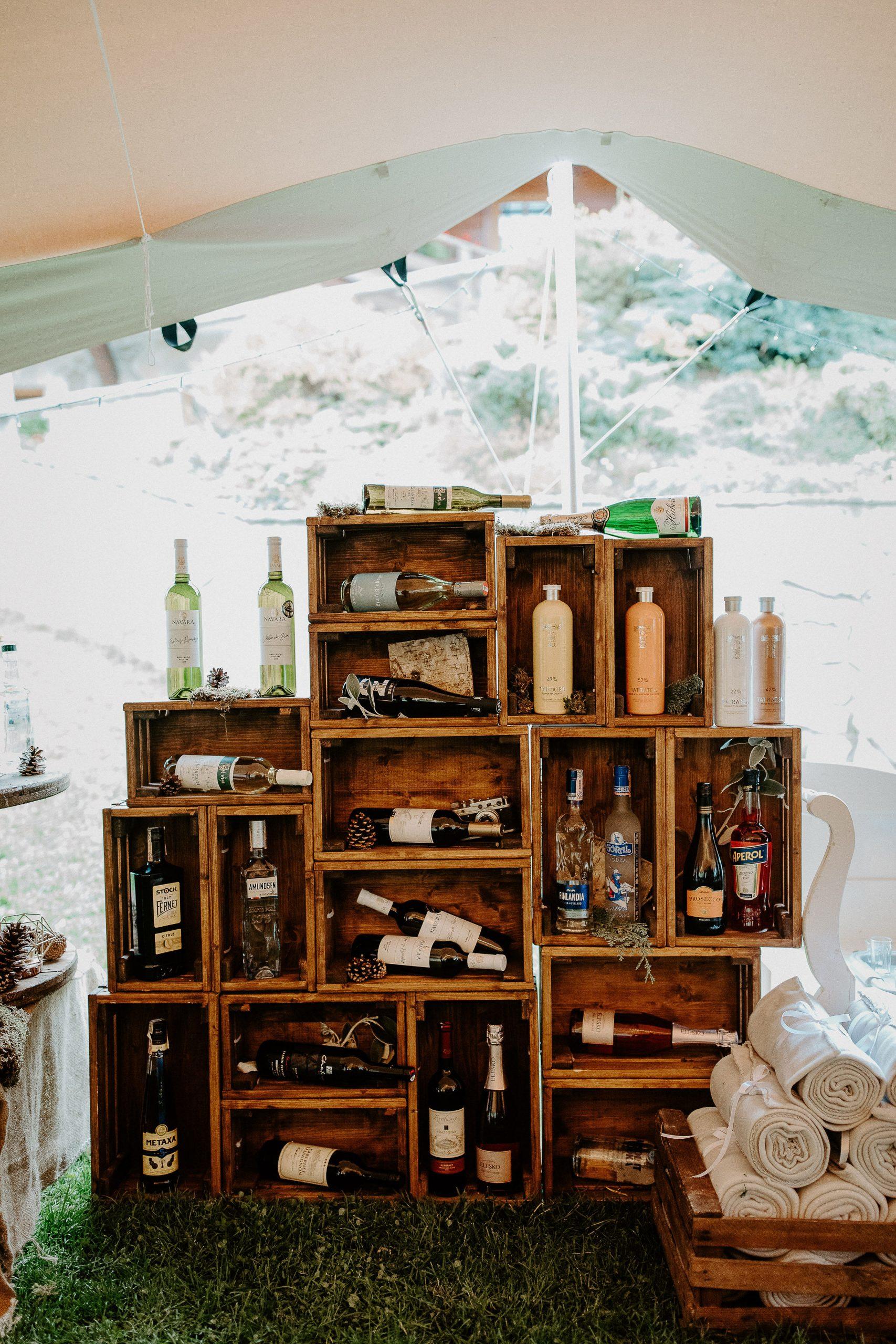 Susan&Sis decor - svadobná výzdoba a dekorácie svadieb a eventov - pánsky alkoholový kútik